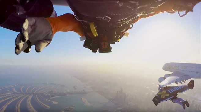 TWO JETPACK GUYS FLY NEXT TO AIRBUS AANEMUL - Crazy video of two guys flying jetpacks over dubai